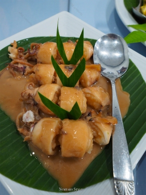 ตูปะซูตง หรือ ปลาหมึกยัดไส้ต้มหวาน